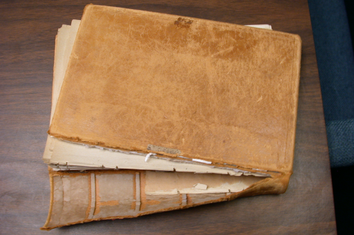 Repareer een boek met lijm!